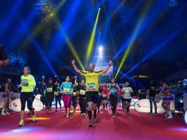 Einlauf in die Festhalle (Foto: Mainova Frankfurt Marathon)