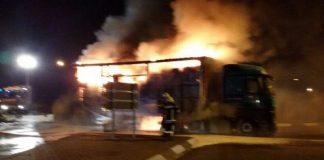 Der brennende Sattelzug (Foto: Polizei)
