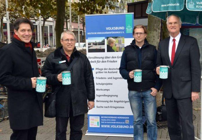 Bürgermeister Jürgen Odszuck, Bezirksgeschäftsführer Volker Schütze, Sven Streib (Reservistenkameradschaft Heidelberg) und Bundestagsabgeordneter Lothar Binding. (Foto: privat)