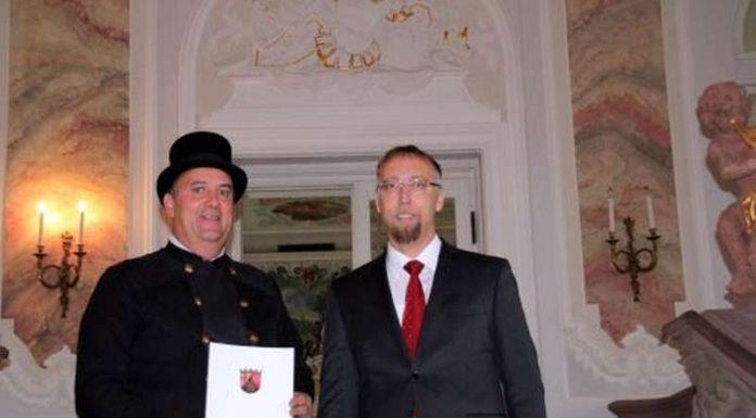 Die Bestellungsurkunde wurde Ralf Bock vom zuständigen ADD-Referenten Ludger Mauel im Rahmen einer Feierstunde überreicht.