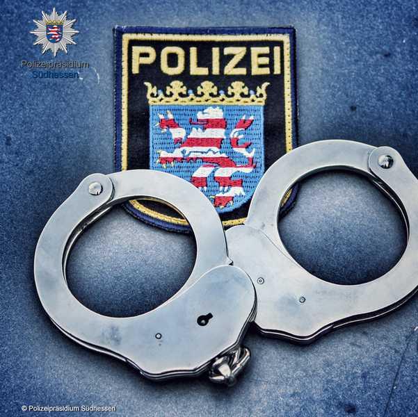 Symbolbild, Polizei, Südhessen, Handschellen