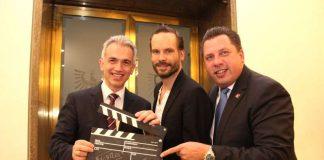 OB Peter Feldmann mit Wanja Mues und Stephan Siegler vor Preview von 'Ein Fall für zwei' (Foto: Stadt Frankfurt / Stefan_Maurer)