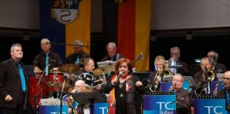 Angelika Rothert (Gesang) mit Bandleader Paul Schütt (Foto: Holger Knecht)