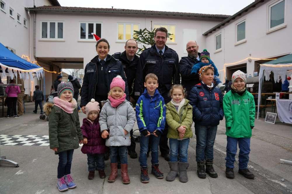 Gruppenfoto beim 2. Präventions-Weihnachtsmarkt in Frankenthal (Foto: Holger Knecht)