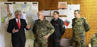 Innenminister Lewentz und Oberst Mattes beim KVK Ludwigshafen (Foto: LKdo RP/Welk)