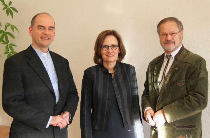 Dorothea Küppers-Lehmann zusammen mit Ansgar Schreiner (rechts) und Generalvikar Dr. Franz Jung (links). (Foto: Bistum Speyer)
