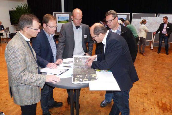 Vertreter von Westnetz und der Stadt Kirn im Gespräch über den geplanten Leitungsverlauf. (Foto: Westnetz GmbH)