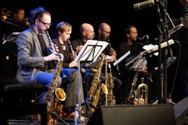 Der Saxophonsatz von Kicks'n Sticks (Foto: Holger Knecht)