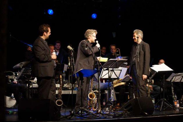 Die drei Bandleader auf der Bühne: v.l.: Jochen Welsch, Martin S. Schmitt und Frank Runhof (Foto: Holger Knecht)