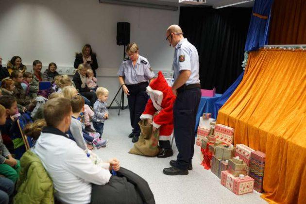 Die Kinder wurden vom Nikolaus beschert (Foto: Holger Knecht)