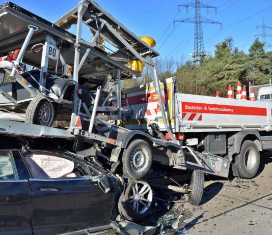 Als Rettungskräfte eintrafen war die Unfallstelle ein großes Trümmerfeld