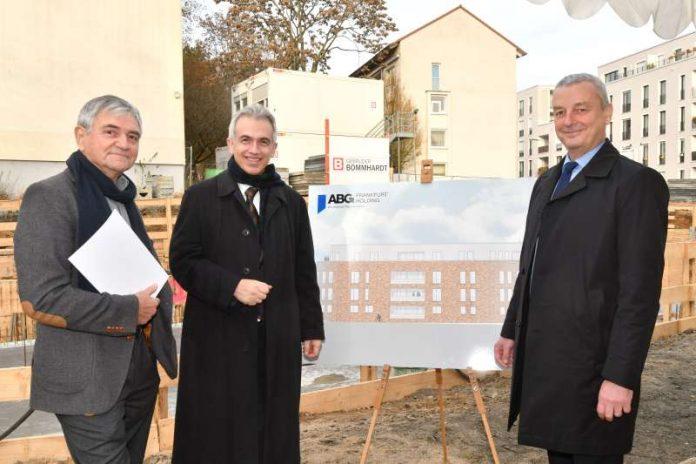 OB Peter Feldmann mit Norbert Berghof und Frank Junker auf ABG-Baustelle in der Preungesheimer Straße 24 (Foto: Rainer Rüffer)