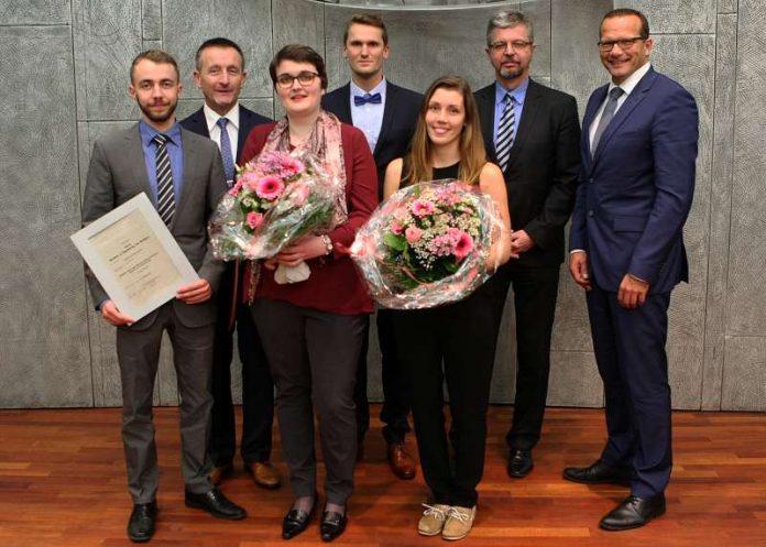 Die Preisträger mit Ralf Hersina, Prof. Dr. Hans-Joachim Schmidt und Kai Landes (Foto: Kreissparkasse Kaiserslautern)