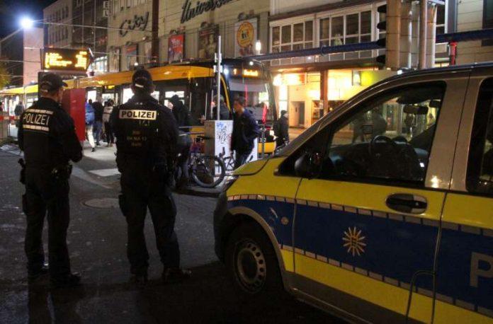 Präsenz zeigen: Durch die gemeinsame Schwerpunktkontrolle von Polizei und VBK wurde das Sicherheitsgefühl der Fahrgäste gestärkt (Foto: VBK).