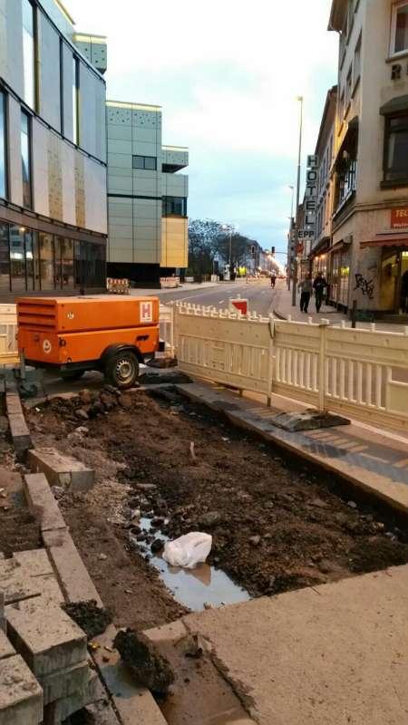 Die Baustelle direkt vor der Mall (Foto: Hans Trinkaus)
