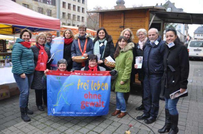 Oberbürgermeisterin Dr. Heike Kaster-Meurer besuchte den Infostand am Kornmarkt (Foto: Stadtverwaltung Bad Kreuznach)
