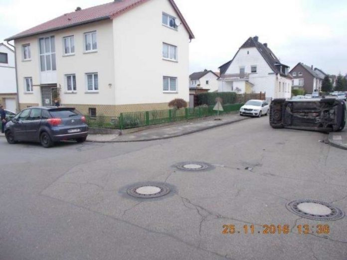 Verkehrsunfall in der Thomas-Mann-Straße (Foto: Polizei)