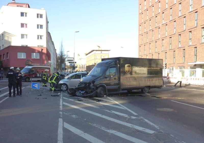 Die zwei beschädigten Fahrzeuge (Foto: Feuerwehr Mainz)
