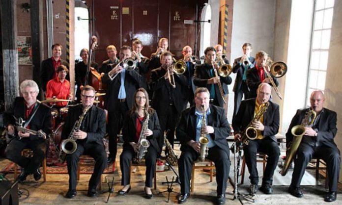 Blue note Big Band (Leitung: Bernd Gaudera, 3.v.r.) (Foto: bnbb)