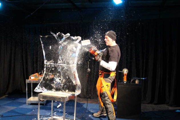 ice-carving-live