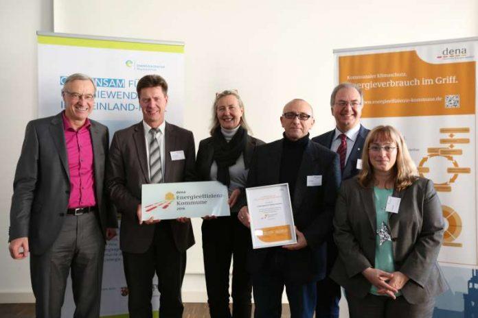 v.l.: Umweltstaatssekretär Dr. Thomas Griese, Harald Westrich (Bürgermeister), Kristina Haverkamp (dena), Jens Kropf, Thomas Pensel (Energieagentur Rheinland-Pfalz), Bianca Gaß (Foto: Energieagentur RLP)