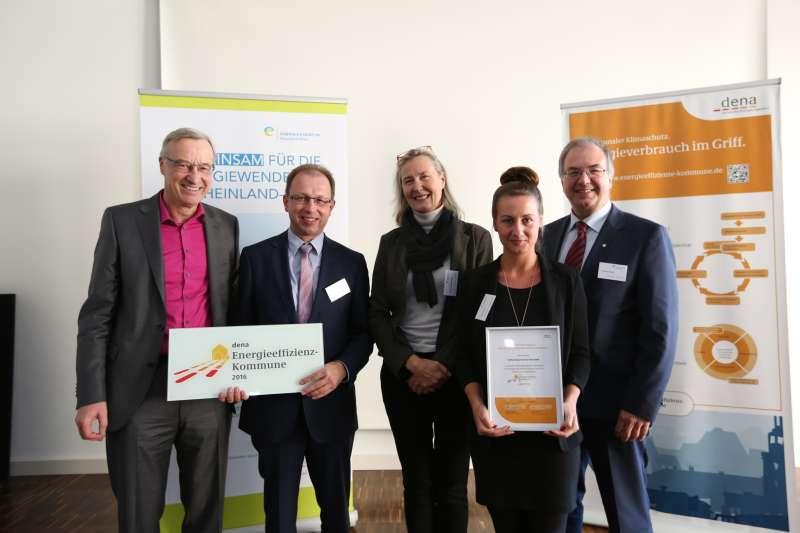 v.l.: Dr. Thomas Griese, Markus Conrad (Bürgermeister), Kristina Haverkamp (dena), Daria Paluch, Thomas Pensel (Energieagentur Rheinland-Pfalz) (Foto: Energieagentur RLP)