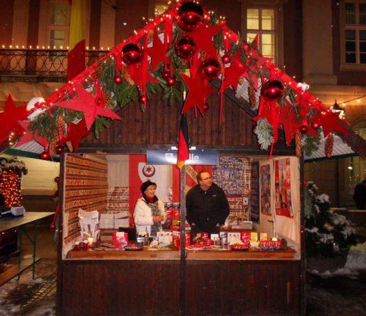Das Partnerschaftshäuschen auf dem Christkindlesmarkt. (Foto: Wilhelm)