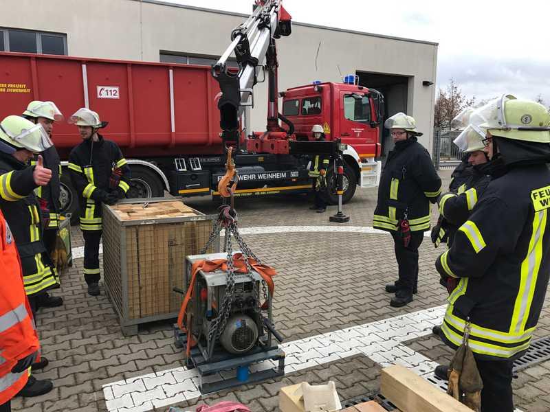 Die 2-tägige Ausbildung der Feuerwehr Weinheim am Ladekran
