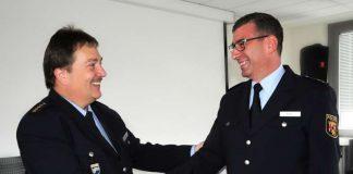 v.l.: Stellvertretender Polizeipräsident Franz-Josef Brandt gratuliert dem neuen Leiter der Polizeiinspektion Kaiserslautern 2, Polizeioberrat Ralf Klein (Foto: Polizei)