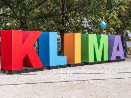 Bunte Klimabuchstaben weisen den Weg zu den Aktionen der Karlsruher Klimakampagne. (Foto: PR)