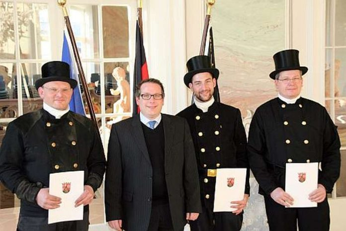 v.l.: Christian Igeler, ADD-Präsident Thomas Linnertz, Andreas Diwisch, Frank Hanewald (Foto: ADD)