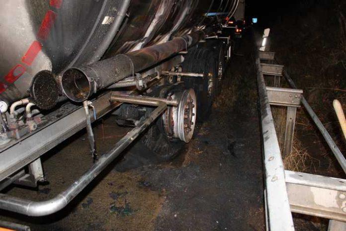 Vermutlich wegen eines defekten Radlagers fing der Reifen Feuer