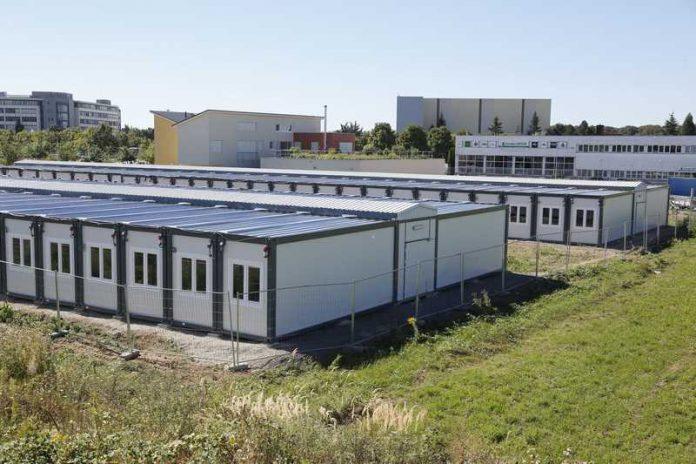 walldorf fl chtlinge in die containeranlage umgezogen bisherige notunterkunft wird umgebaut. Black Bedroom Furniture Sets. Home Design Ideas