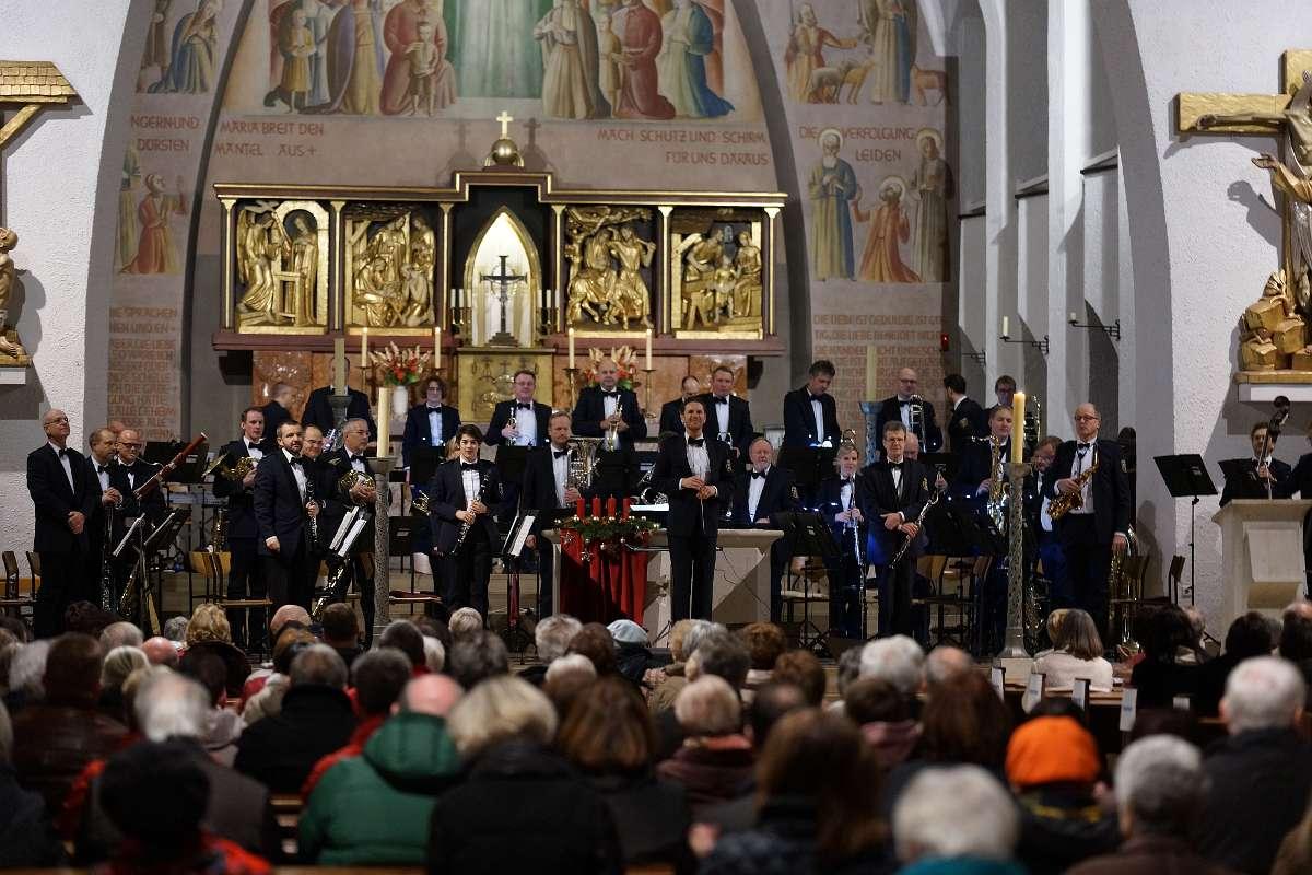 Das Landespolizeiorchester Rheinland-Pfalz (Leitung: Stefan Grefig) in der Kirche Maria Schütz in Kaiserslautern (Foto: Holger Knecht)