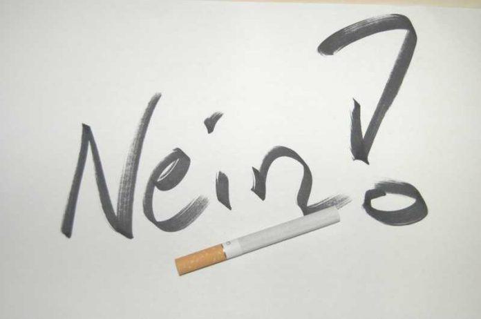 Rauchen unter 18 Jahren ist in der Öffentlichkeit verboten.