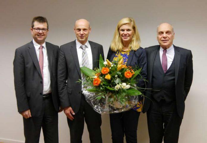 Die Geschäftsführer Jörg Gerhard, Frank Gäfgen, Aufsichtsratsvorsitzende Sigrid Möricke und Geschäftsführer Hermann Zemlin. (Foto: ESWE Verkehrsgesellschaft mbH)