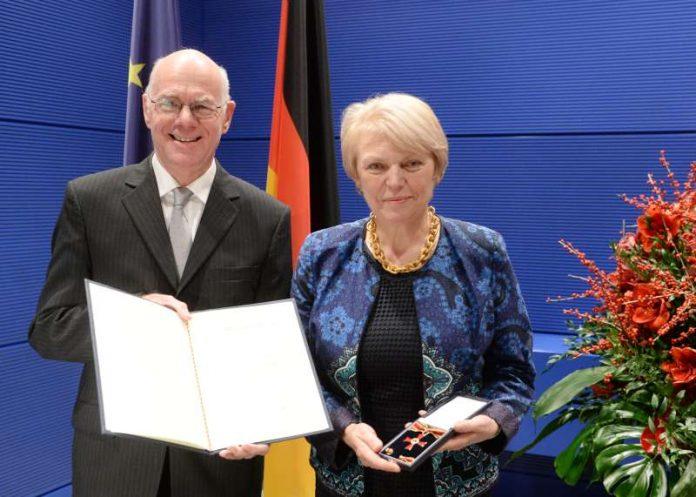 Doris Barnett bekam das Bundesverdienstkreuz verliehen (Foto: Deutscher Bundestag/Achim Mende)
