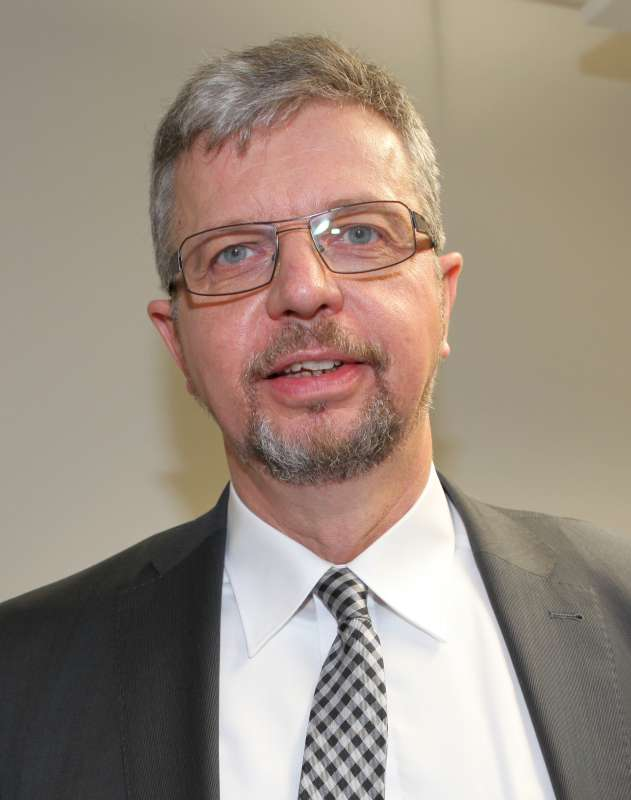 Der neugewählte Präsident der Hochschule Kaiserslautern, Prof. Dr. Hans-Joachim Schmidt, unmittelbar nach der Wahl