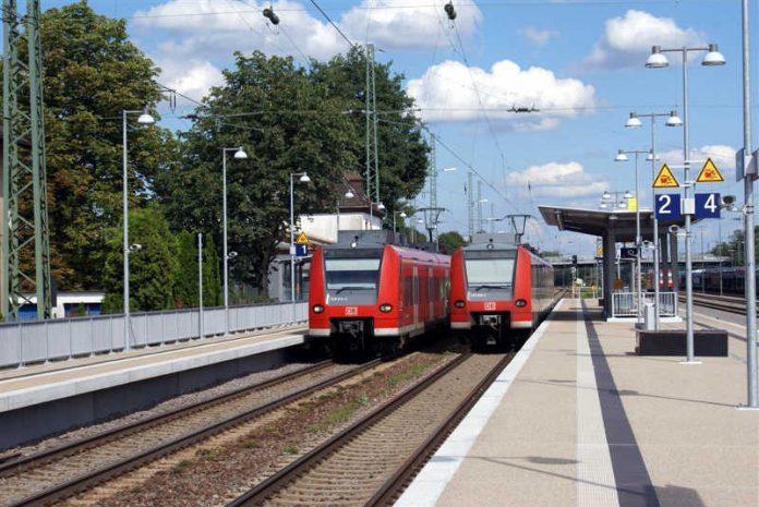 Bahnhof Einsiedlerhof mit einem S-Bahn-Triebwagen der Linie 1