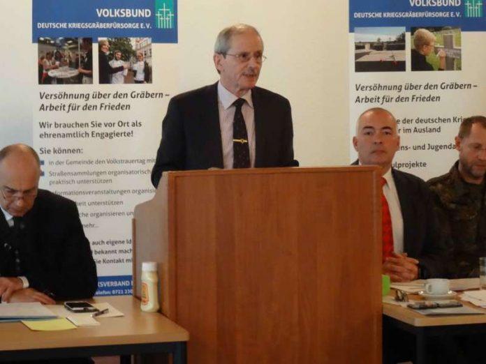 v.l.: Dr. Martin Michel, Manfred Hofmeyer und Axel E. Fischer, MdB