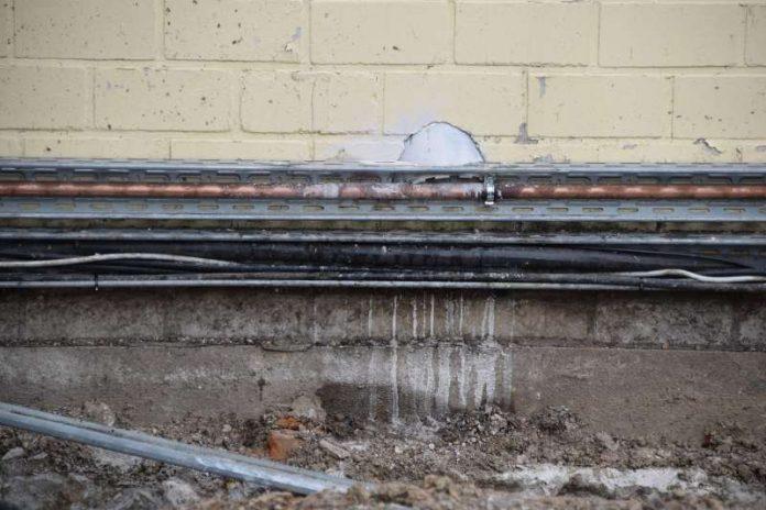 Die beschädigte Gasleitung (Foto: Fabian Geier / Feuerwehr Landkreis Karlsruhe)