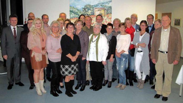 18 Mitarbeiterinnen und Mitarbeiter wurden am Standort Buchen der Neckar-Odenwald-Kliniken für ihren langjährigen Dienst geehrt oder aus diesem verabschiedet. (Foto: Neckar-Odenwald-Kliniken)