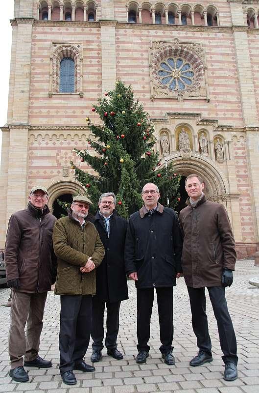 v.l.: Dominique Bayen, Gernot Eberhard, Oberbürgermeister Hansjörg Eger, Jürgen Siewerth, Bernard Prost (Foto: Stadt Speyer)