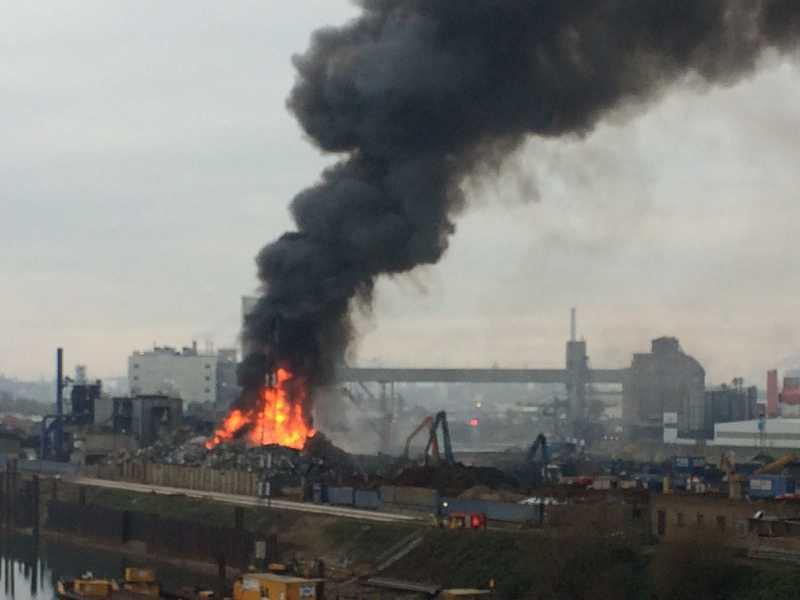 Der Großbrand in Mannheim (Foto: Kahl Büroeinrichtungen)