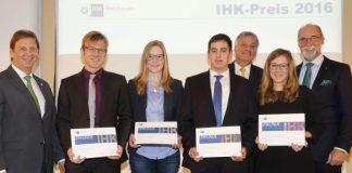 Bei der Verleihung des IHK-Preises 2016 (v.l.): Günter Reichart (Vorstandsmitglied EWR AG), Dr. Christoph Klein, Laura Stiehl, Christian Jörg, Günter Jertz (IHK-Hauptgeschäftsführer), Caroline Vogelsang, Dr. Engelbert J. Günster (IHK-Präsident). (Foto: IHK Rheinhessen/Stefan Sämmer)