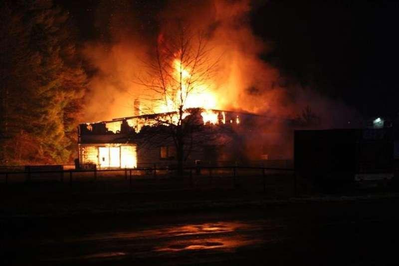 Die Lagerhallte brannte aus (Foto: Polizei)