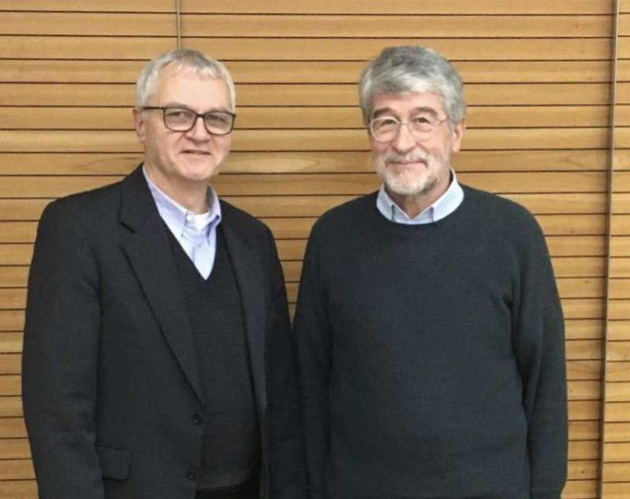 Prof. Dr. Ulrich Sarcinelli (r.) folgt als Vorsitzender des Freundeskreises der Universität Landau auf Dr. Hans-Jürgen Blinn. (Foto: Stadt Landau in der Pfalz)