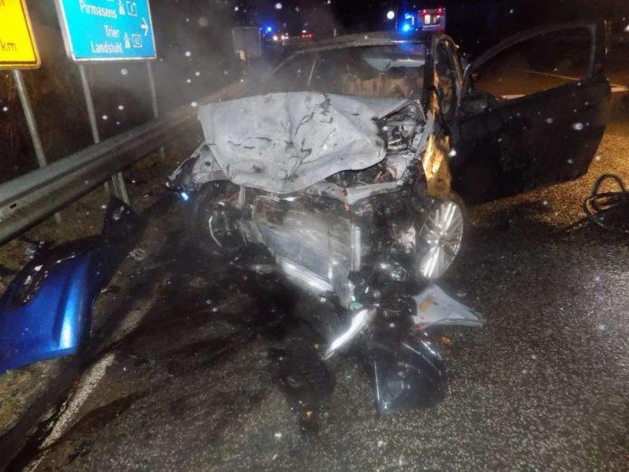 Unfallbeteiligtes Auto (Foto: Polizei)