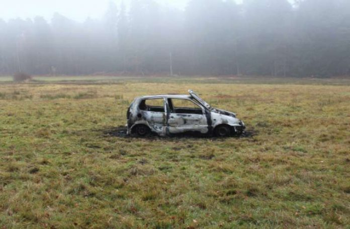Der Polo brannte aus (Foto: Polizei)