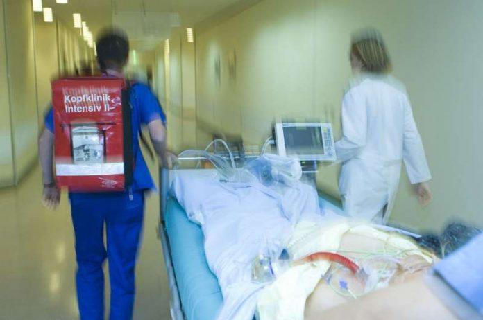"""Foto Download --> Ein Schlaganfall ist immer ein Notfall. Das neue Netzwerk aus Kliniken und Rettungsdiensten """"FAST"""" verbessert die Schlaganfallversorgung in der Region. (Foto: Universitätsklinikum Heidelberg)"""